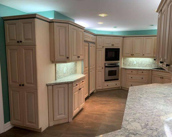 Kitchen_white_countertops
