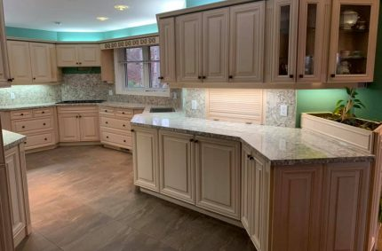 White_kitchen_green_wall_countertop