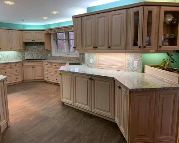 White_kitchen_green_wall_countertop