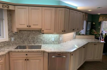 White_kitchen_right_side_countertop