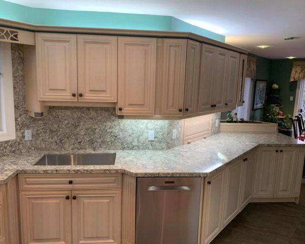 White_kitchen_right_side_countertop