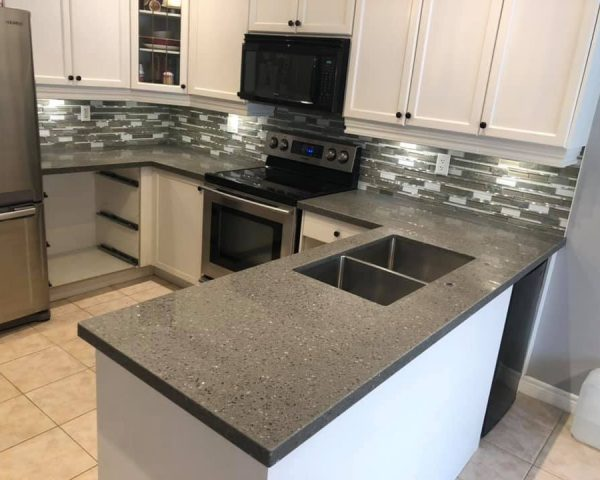 blach_and_white_countertop