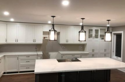 traditional_kitchen_white_countertop