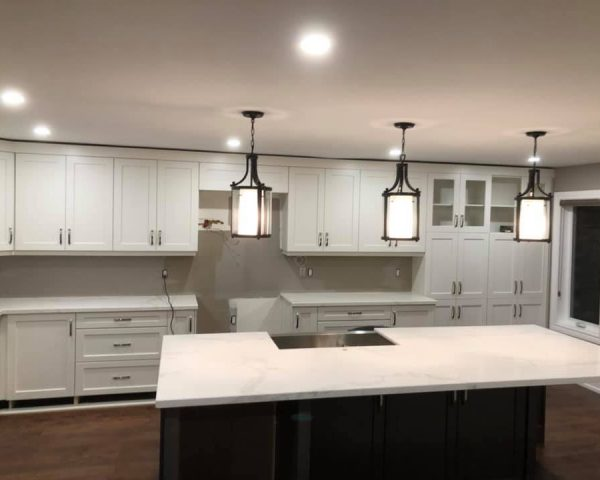 traditional_kitchen_white_countertop