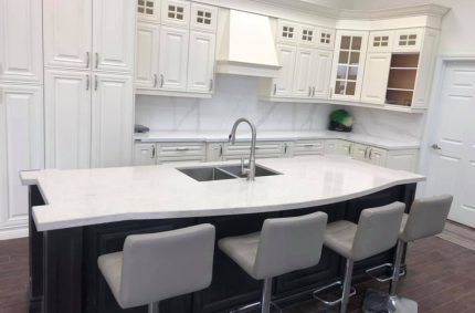 white_countertop_showroom_white_chairs