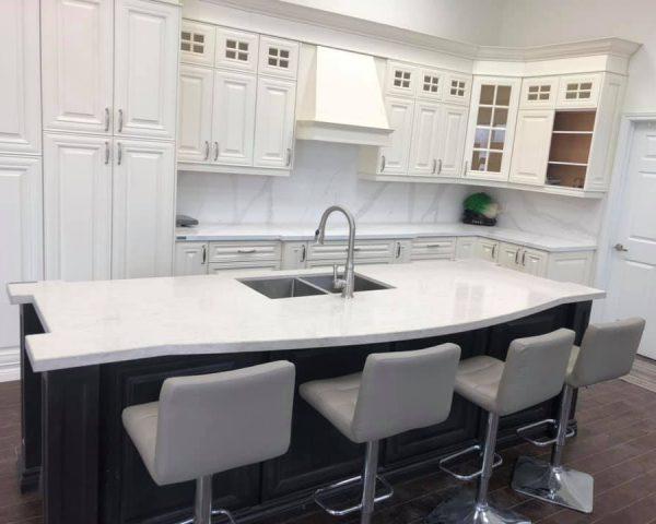 white_countertop_showroom_white_chairs