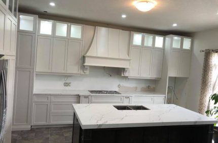 white_marble_kitchen_countertop