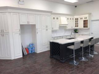 white countertop showroom